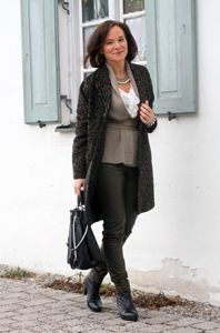 http://www.ladyofstyle.com/2015/01/leather-leopard-thoughts-about-style.html