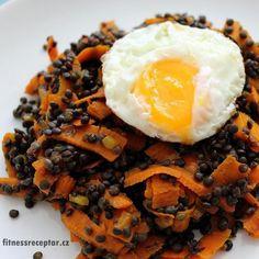 Černá čočka s mrkví - Fitnessreceptář.cz - zdravé fitness recepty, zdravý životní styl Waffles, Vegan Recipes, Toast, Beef, Breakfast, Health, Ethnic Recipes, Quinoa, Fitness