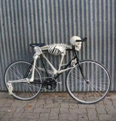 """I sware when I saw this I thought """"OMG THATS UNDERTAKERS BIKE!!!!!!"""""""
