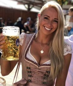 Oktoberfest Outfit, Oktoberfest Beer, German Women, German Girls, St Pauli Girl, Octoberfest Girls, Sexy Work Outfit, German Beer Festival, Beer Maid