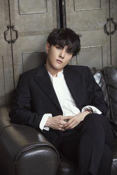 Donghyuk is a model Yg Ikon, Ikon Kpop, Kim Jinhwan, Chanwoo Ikon, Hip Hop, Yg Entertainment, Teen Top Cap, K Pop, Bobby