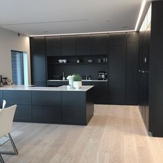 Modern Kitchen Design – Want to refurbish or redo your kitchen? As part of a modern kitchen renovation or remodeling, know that there are a . Painting Kitchen Cabinets, Kitchen Cabinet Design, Kitchen Paint, Home Decor Kitchen, New Kitchen, Wood Cabinets, Kitchen Ideas, Kitchen Modern, Kitchen Wood