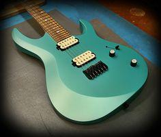 Kiesel Guitars Carvin Guitars ARIES in blue mist metallic in a satin finish
