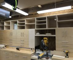 my take on the Jay Bates mitersaw station Woodworking Shop Layout, Cool Woodworking Projects, Diy Woodworking, Woodworking Magazine, Popular Woodworking, Diy Garage Storage Cabinets, Building Kitchen Cabinets, Workshop Storage, Garage Workshop