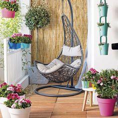 Leuk op je terras of balkon: hangstoel ei #hangstoel #intratuin
