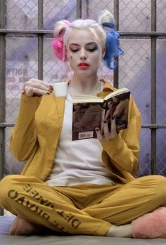 Harley Quinn drinks his tea in prison.