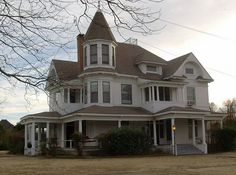 An old Van Alstyne Victorian house by mskdm20, via Flickr