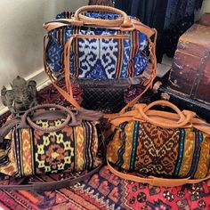 Boho, knit and leather tote bags. I want. My Bags, Purses And Bags, Estilo Hippie, Look Boho, Mode Style, Beautiful Bags, Passion For Fashion, Bag Accessories, Messenger Bag