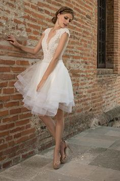 2016 Sexy Wedding Dresses V Neck Tulle With Applique Mini US$ 149.99 EQPNMH8G2Y - EllePoque.com for mobile