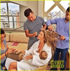 Gisele Bundchen breastfeeds her daughter Vivian while getting beautified for an Oral B event on Tuesday (December 10) in Sao Paulo, Brazil. See more pics on JustJared.com! Gisele Bundchen, Breastfeeding In Public, Extended Breastfeeding, Breastfeeding Fashion, Breastfeeding Cover, Breastfeeding Support, Toni Garrn, Fat Burning, Breastfeeding