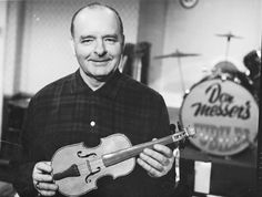 Don Messer - Member of the Canadian Country Music Association Hall of Fame. Fiddler Frank Leahy, granted exclusive rights to the Messer Violin by the Don Messer Estate, opened the WSO's Season, Sep. I Am Canadian, Canadian History, Canadian Things, Great Photos, Cool Pictures, Country Artists, Canadian Artists, Country Singers, Country Music Association