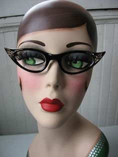 Helen only wears Deep Ruby Red lipstick and cat eye glasses~ ♛ Mannequin Display, Vintage Mannequin, Dress Form Mannequin, Mannequin Heads, Doll Head, Doll Face, Camille Pissarro, Ruby Red Lipstick, Hat Stands