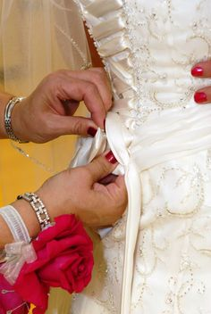 Picture: wedding picture idea-Close up of mother tying up brides dress Perfect Wedding, Our Wedding, Dream Wedding, Wedding Stuff, Wedding Bells, Wedding Flowers, Wedding Dresses, Foto Fun, Cruise Wedding