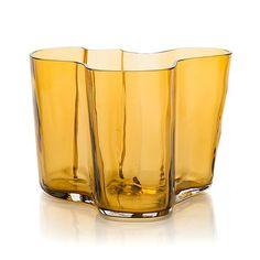 Alvar Aalto, A '9750' vase Karhula Glassworks 1937-1949. Finland. - Bukowskis Glass Design, Design Art, Alvar Aalto, Wine Glass, Glass Art, Bukowski, Friedensreich Hundertwasser, Light Spring, Nordic Design