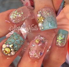 Absolutely beautiful Aqua-Bright-Gold Stephs Nails