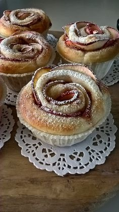 Tuulan Teitä: Pullat ruusuiksi Finland Food, Finnish Recipes, Baked Doughnuts, Sweet Pastries, Cinnamon Rolls, Baked Goods, Cheesecake, Good Food, Dessert Recipes