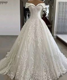 Luxury White Lace Off Shoulder Long Applique Wedding Dress, Formal Prom Dress Weiße Luxusspitze Schulterfrei Langes Applique Brautkleid, Abendkleid Luxury Wedding Dress, Perfect Wedding Dress, Dream Wedding Dresses, Bridal Dresses, Tulle Wedding, Gown Wedding, Wedding Frocks, White Lace Wedding Dress, Puffy Wedding Dresses