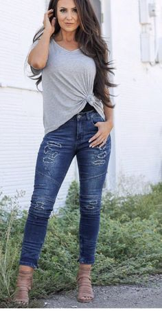 51 Blue Jeans Ideas for Moms That Look Cool Casual Skirt Outfits, Curvy Outfits, Jean Outfits, Summer Outfits Women 30s, Spring Outfits, Outfit Summer, Summer Wear, Plus Size Jeans, Skinny Jeans Kombinieren