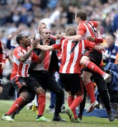 Paolo Di Canio and the Sunderland team celebrate David Vaughan's goal against Newcastle United