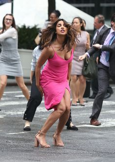 We are her to show you some hot and sexy Priyanka Chopra Boobs & clevage pics.Quantico star Alexa Pierce is too hot in bikini Bollywood Actress Hot Photos, Indian Bollywood Actress, Beautiful Bollywood Actress, Bollywood Celebrities, Bollywood Fashion, Indian Actresses, Beautiful Actresses, Curvy Celebrities, Actress Pics