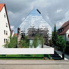 House WZ2 by Bernd Zimmermann, Ludwigsburg - covered with fun house mirrors...