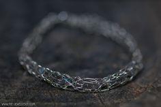 Zilveren draad armband labradoriet | Silver wire bracelet with labradorite Handmade Jewellery, Contemporary Jewellery, Bracelets, Jewelry, Handmade Jewelry, Jewlery, Jewerly, Schmuck, Jewels
