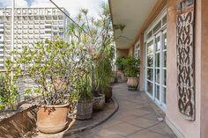 Open house | Cristina Lagnado. Veja: http://www.casadevalentina.com.br/blog/detalhes/open-house--cristina-lagnado--3153 #decor #decoracao #interior #design #casa #home #house #idea #ideia #detalhes #details #openhouse #style #estilo #casadevalentina #balcony #varanda