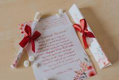 Festett hatású virág mintákkal díszített meghívó. A hasáb alakú dobozában található a szatén szalaggal díszített kémcső. A benne található, mintával díszített pauszpapíron olvashatóak a meghívóra megálmodott szövegek. A pauszpapír feltekerve, organza szalaggal átkötve található a kémcsőben. #kémcsövesmeghívó #esküvőimeghívó #meghívó #testtube #testtubeinvitation  #üzenetapalackban  #kreatívcsiga #weddinginvitation #wedding #invitation #esküvő #vízfesték #watercolorpainting #vintageinvitation Gift Wrapping, Tableware, Gifts, Gift Wrapping Paper, Dinnerware, Presents, Wrapping Gifts, Tablewares, Favors
