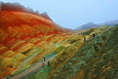 These remarkable pictures show the actual scenery of Danxia Landform at Nantaizi village of Nijiaying town, in Linzhe county of Zhangye, Gansu province of China. Rainbow Mountains China, Colorful Mountains, World Photography, Landscape Photography, Outdoor Photography, Photography Photos, Zhangye Danxia Landform, Le Site, In China
