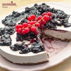 """Un cheesecake fara """"cheese"""" :) Cheesecake vegan de cocos: Blat croncant, crema fina si densa de cocos cu aroma usoara de vanilie si indulcita cu sirop de..."""