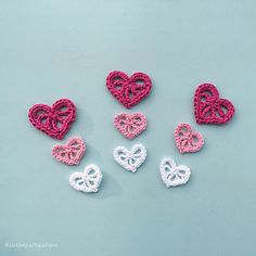 Valentine's day is around the corner so why not make some decorative crochet hearts? Put them on a card, make a bunting, attach them to a bouquet of flowers or just make some because they are fun to make :)