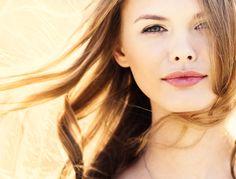 Largement répandu dans les soins pour le corps, le bio envahit désormais le rayon maquillage. Fond de teint, fard à paupières, mascara et même rouge à...