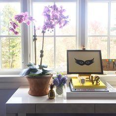SnapWidget | Sunday best. #interiordesign #homedecor #interiors #flowers #homeoffice #vignettes #books