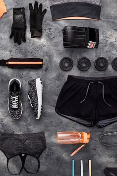 It's never been easier to put a cool spin on your sportswear outfit. Just keep it monochrome, dipped in accent colour and add a cap for some attitude. H&m Fashion, Fitness Fashion, Fashion News, Fashion Flatlay, Fitness Wear, Funny Outfits, Sporty Outfits, Cool Outfits, Gym Outfits
