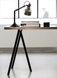 HAY's Loop Stand Table