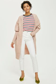 7 Cute Cardigan Outfits for Spring You Can Copy Right Now! Chunky Cardigan Outfit, Cute Cardigan Outfits, Cardigan Fashion, Striped Cardigan, Cute Cardigans, Barefoot Dreams Cardigan, Photographer Outfit, Leith Dress, Scrappy Quilts