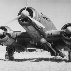 """Un SIAI S.79 aerosilurante pronto per una missione. Lo """"Sparviero"""", soprannominato anche """"Il Gobbo maledetto"""" fu sicuramente uno dei nostri velivoli più validi"""