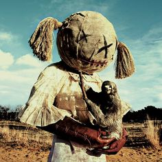 Wounderland by Belgium-based art duo Mothmeister: Unsettling photographs of people dressed in scary costumes, holding taxidermy animals Vintage Bizarre, Creepy Vintage, Costume Halloween, Horror Costume, Creepy Costumes, Art Sinistre, Images Terrifiantes, Dark Art Photography, Macabre