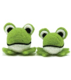 Make fun felt toys for your little one with the Dimensions Feltworks Ball Frogs Learn Needle Felting Kit. The kit contains a pair of woolies specially designed for needle felting. You can use easy wet