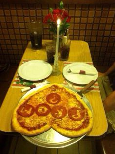 PIZZA PROMPOSAL. HONESTLY JUST MARRY HIM. #prom #promposal #pizza