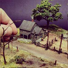 """There Is No Place Like Home"" 1/220 diorama. Modeler Raphael Truffi Bortholuzzi (@thegrandmondo) #scalemodel #diorama #grandmondo #scalemodelkit #miniatura #miniature #maqueta #maquette #modelismo #modelism #usinadoskits #udk #hobby"