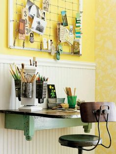 15 DIY Vintage Bed Spring Projects bulletin board from bed springs Space Saver Table, Desk Space, Crib Spring, Vintage Home Offices, Old Cribs, Diy Casa, Small Space Solutions, Bed Springs, Mattress Springs