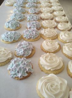 icing without meringue powder http://iambaker.net/rose-cookie-tutorial/
