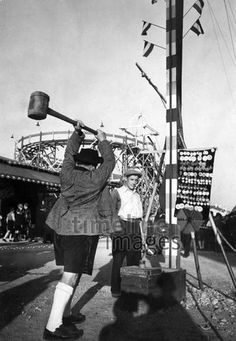 Hau den Lukas auf dem Oktoberfest Timeline Classics/Timeline Images #20er #20s #1920er #Wiesn #Hammer #Fest #Bayern #Volksfest