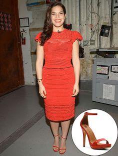 AMÉRICA FERRERA  La estrella de Cesar Chavez logró un atuendo de lo más chic al combinar un vestido rojo con sandalias del mismo color. Se t...