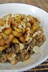 Desayuno de quínoa con manzana acanelada - Pizca de Sabor