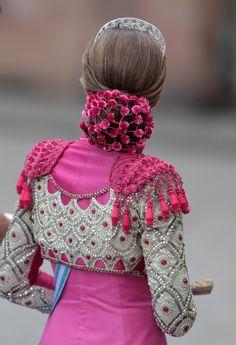 Lady Dior, Princesa Victoria, Flamenco Costume, Spanish Dress, Spanish Fashion, Figure Skating Dresses, Vestidos Vintage, Embroidery Fashion, Muslim Fashion