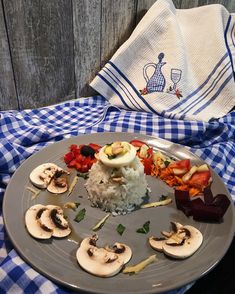 """Amor Em Castelo's Instagram photo: """"Salada russa com amendoim, raspas de maçã e hortelã para criativos e para práticos 😅   #comida #gastronomia #comidacaseira #saladas…"""" Dairy, Cheese, Instagram, Food, Olivier Salad, Peanuts, Homemade Food, Castle, Salads"""