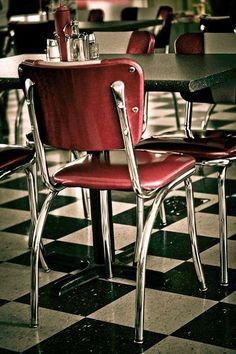 Sedia anni 50 - Sedia vintage per un arredamento anni 50 fra le mura domestiche.