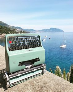 Iconic Typewriters (@ico.typewriters) • Foto e video di Instagram Olivetti Typewriter, Typewriters, Foto E Video, Instagram, Typewriter